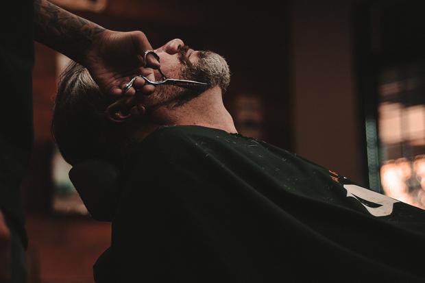 Den Bart nur beim Profi schneiden lassen