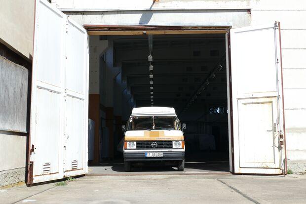 """Den Opel von `82 entdeckte Justin bei ebay, nur 15 km von seinem Zuhause entfernt stand """"Blitzi"""""""