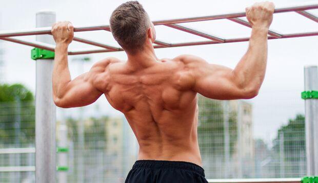Den letzten Feinschliff bringen vor allem Übungen, bei denen du mehrere Muskelgruppen auf einmal trainierst