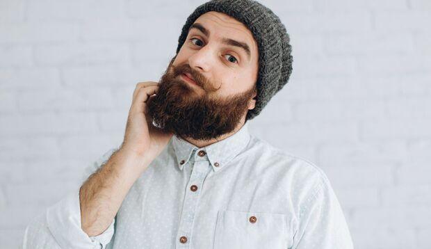 Der Bart hört einfach nicht auf zu jucken? Sie könnten unter der Bartflechte leiden, einer fiesen Pilzinfektion