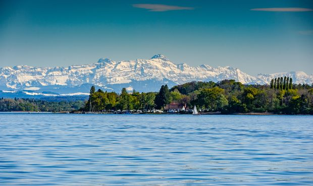Der Bodensee ist ein 63 km langer See im Alpenvorland zwischen Deutschland, Österreich und der Schweiz