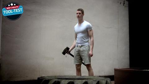 Der Gym-Hammer soll keine Nägel in die Wand treiben, sondern Kraft und Koordination trainieren. Um das zu checken, schlug unser Tester zu.