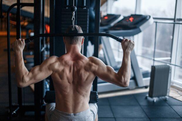 Der Lattzug im Nacken ist ungesund