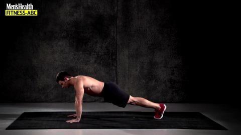 Der Liegestütz ist die weltbeste Kraftübung. Jeder macht sie. Aber machen Sie Liegestütze auch richtig, so dass Muskelwachstum garantiert ist und Verletzungen vermieden werden? In diesem Video zeigt Ihnen der Profi, worauf es ankommt.