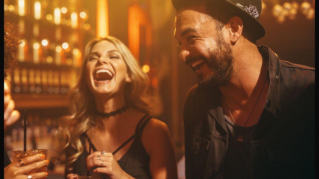 Der Plausch auf der Party: Die besten Tipps für den gelungenen Smalltalk