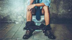 Die Farbe, Form und Konsistenz des Stuhlgangs verrät einiges über deine Gesundheit.