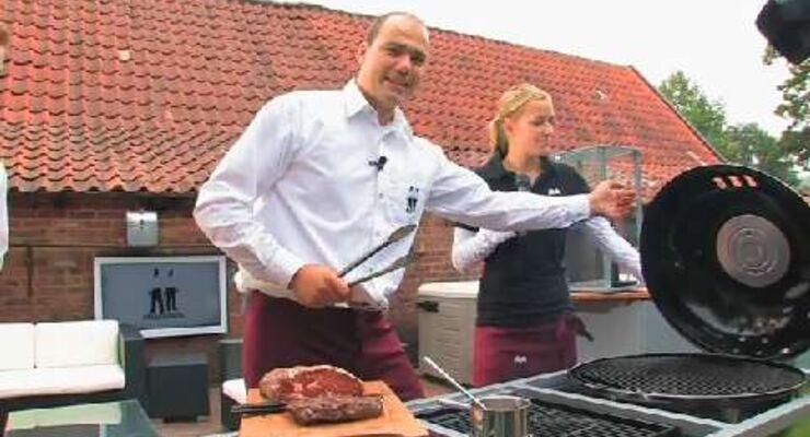 Die Grillprofis testen den Gasgrill Outdoorchef von Venezia