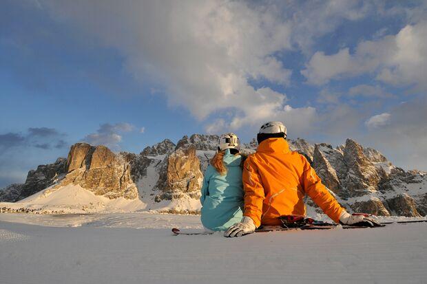 """Die """"Sella Ronda"""" in den Dolomiten ist die Umrundung des Sellamassives auf Skiern oder mit dem Snowboard"""