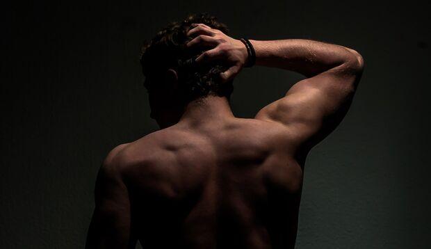 Die besten Tipps gegen Rückenpickel