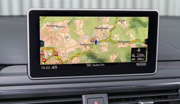 Die kleine MMi-Navigation hat alles wichtige, ist mit 1.480 Euro viel billiger als das große Navi (2.680 Euro).