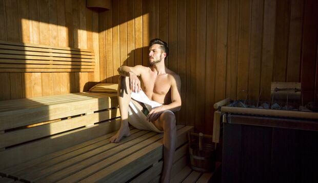 Die letzten drei Minuten in der Sauna sollten Sie sitzend verbringen
