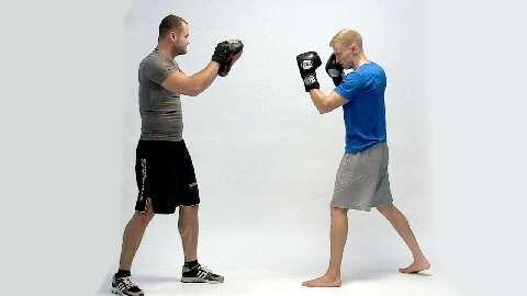 Die wichtigsten Thaibox-Bewegungen - Gym-Kurse im Test