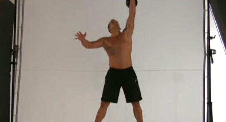 Diese Übung mit Körperspannung schult die Schulter-, Rumpf-, Po-und Oberschenkel-Muskulatur.