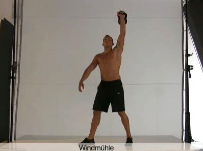 Diese Übung mit Körperspannung trainiert Rumpf und Schultern.