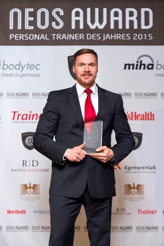 """Dr. Michèl Gleich hat bei den Neos Awards 2015 die Auszeichnung """"Newcomer des Jahres"""" erhalten"""