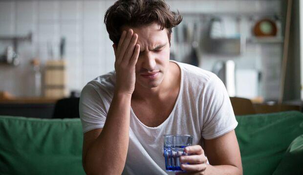Durch den Alkohol verliert der Körper viel Wasser. Trinken Sie daher genügend Wasser