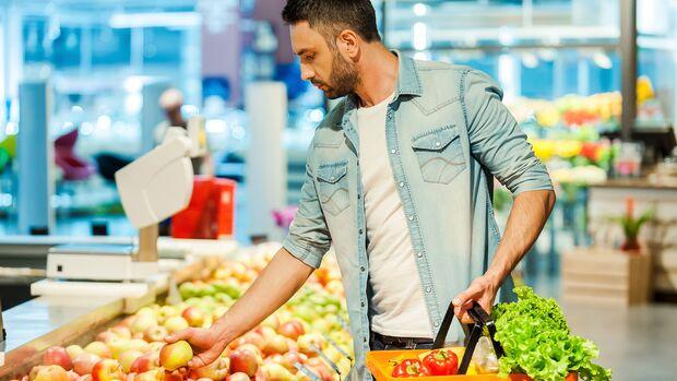 Durch eine Schmierinfektion kannst du dich auch durch Lebensmittel anstecken