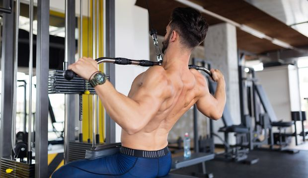 Durch gezieltes Kräftigen der Rückenmuskulatur können Sie Schmerzen vorbeugen.