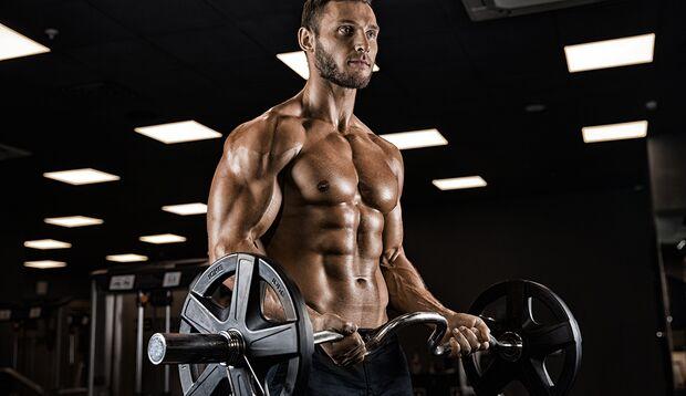 Durch gezieltes Krafttraining können Sie Ihre Muskelmasse nachhaltig steigern