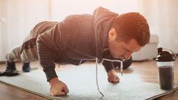 Durch isometrische Übungen mehr Muskeln aufbauen, ohne sich zu bewegen