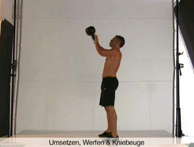Dynamische Übung mit Schwungeinsatz: Für Rumpf, Oberschenkel, Po, Brust und Arme.