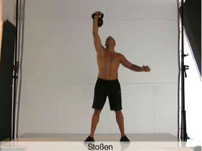 Dynamische Übung mit Schwungeinsatz: Für Waden, Rumpf, Schultern und Trizeps.