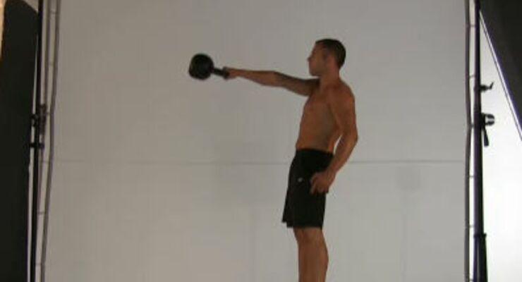 Dynamische Übung mit Schwungeinsatz: Trainiert Oberschenkel, Rücken, Po, Bauch und Schultern.