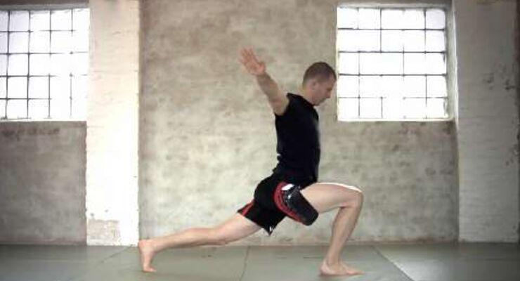 Dynamischer Ausfallschritt, trainiert Rumpf, Gesäß, Beinmuskeln