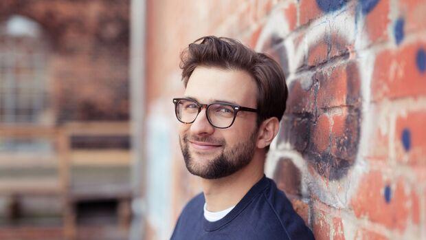 Ein 6-Tage-Bart lässt das Gesicht weicher erscheinen
