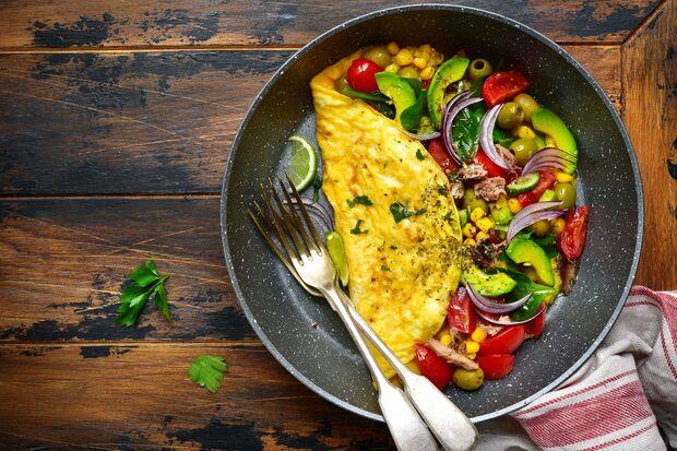 Ein Omelette ist ein leckeres Low-Carb-Frühstück