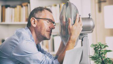 Ein Ventilator rettet dich vor der Hitze im Büro