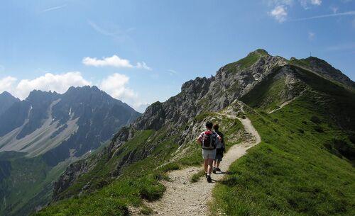 Ein Weg entlang der österreichischen Alpen