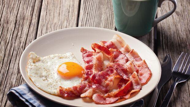 Ein beliebtes Frühstück: Bacon mit Spiegelei