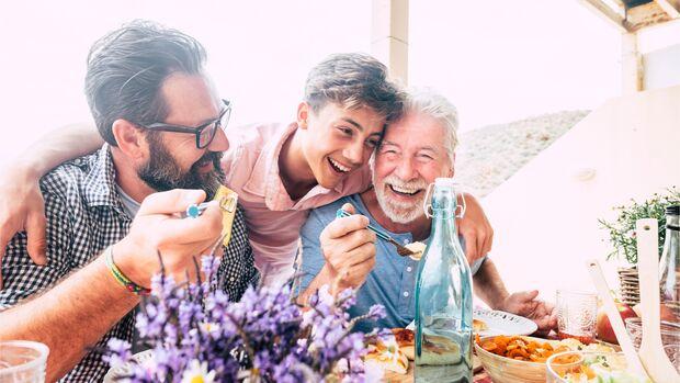Ein gemeinsames Essen am Vatertag verbindet