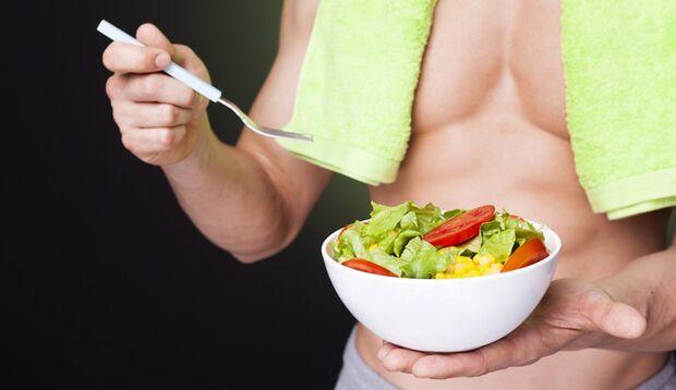 Ein kleiner Salat vor der Hauptmahlzeit sättigt schon mal vorweg