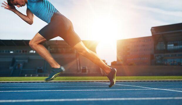 Ein kräftiger Abdruck hat weniger mit starken Muskeln, als mit starken Faszien zu tun.