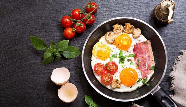 Ein reichhaltiges Frühstück vertreibt so manche müde Geister
