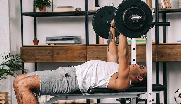 Eine Langhantel ist ein vielseitiges Trainingstool