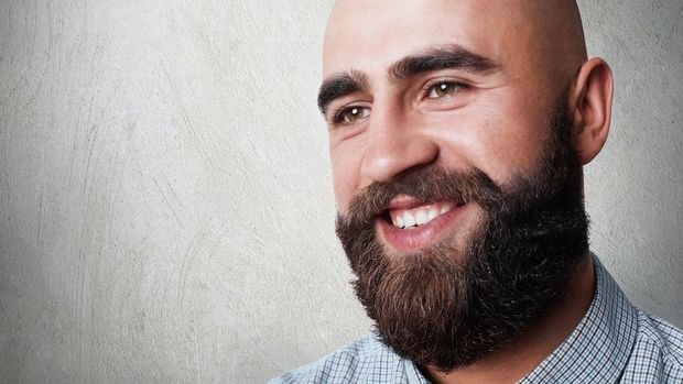 Eine gute Kombi: Vollbart und Glatze