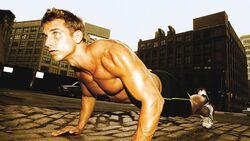 Eine trainierte Körpermitte schützt vor Rückenschmerzen und Verletzungen
