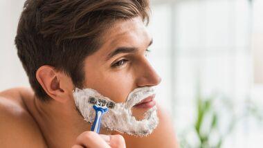 Eingewachsene Haare können sich schnell entzünden und zu Furunkeln, Abszessen und Wundrosen führen