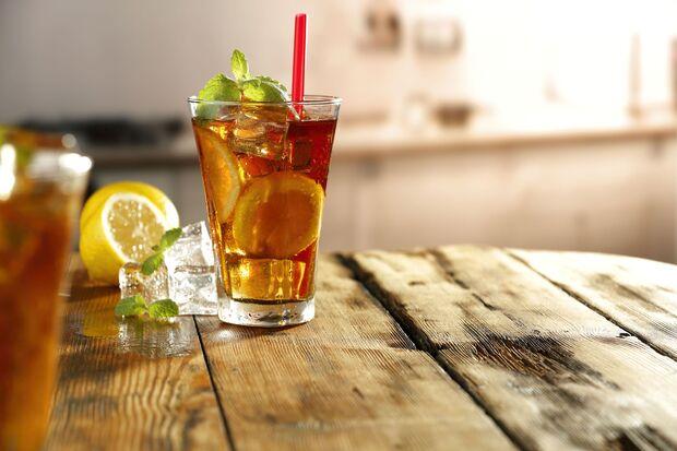 Eiskalte Getränke heizen den Körper auf