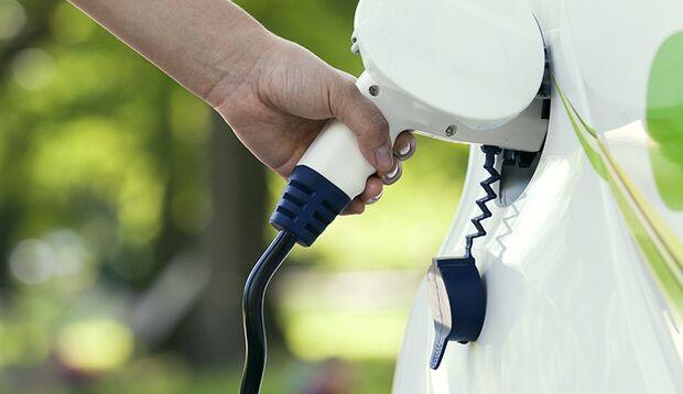 Elektroautos und alternative Antriebe: Strom tanken und ab geht's