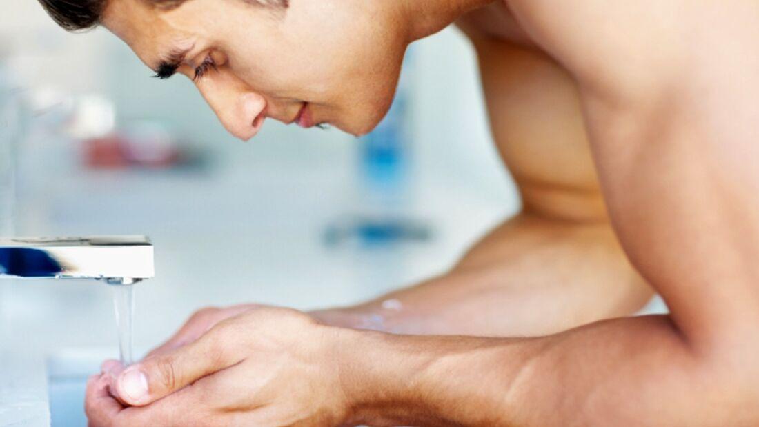 Elektronische Wasserhähne sind offenbar häufiger mit Bakterien belastet als manuell bedienbare
