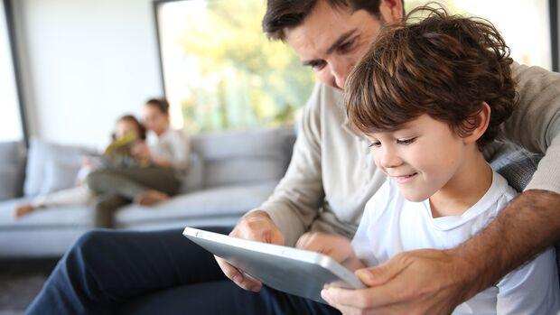 Eltern müssen jetzt noch mehr ihre Kinder beim Lernen unterstützen