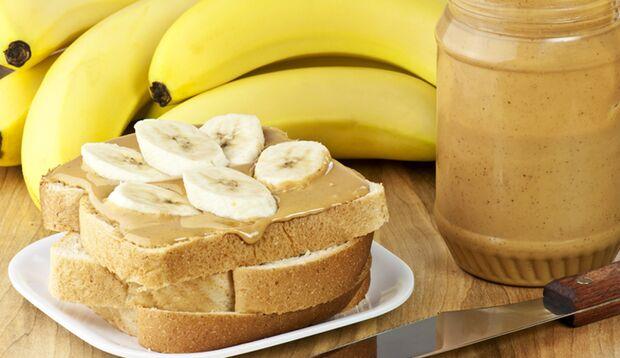 Erdnussbutter und Bananen sind eine tolle Kombi für Ihre Muskeln