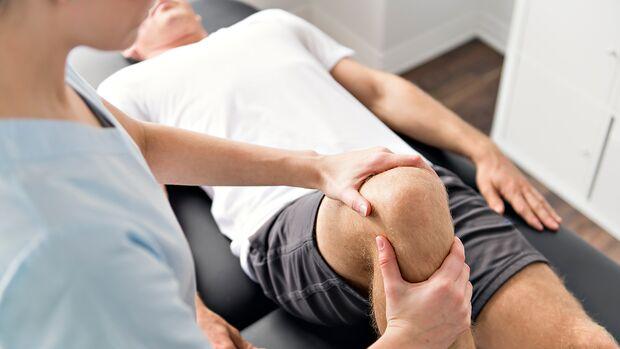 Erfahrene Osteopathen können mit den Händen körperliche Dysbalancen erkennen und behandeln