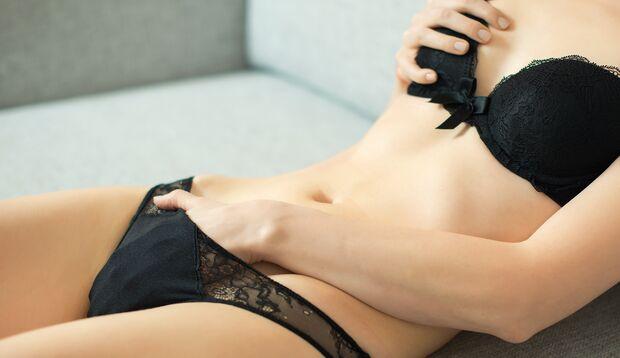Erotik pur: Wenn du  ihr beim Solosex zuschaust, darfst du Voyeur sein