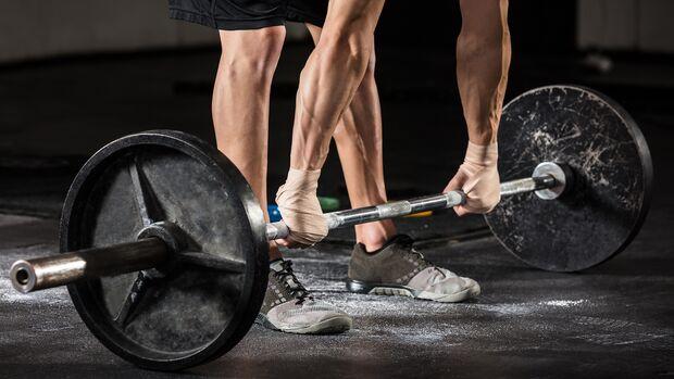 """Erst zugreifen, bevor zu beim Essen zufasst, bringt dich deinem """"Mehr-Muskeln-weniger-Fett""""-Ziel näher"""