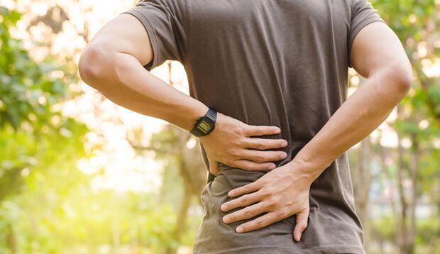 Es gibt viele Übungen, mit denen Sie Rückenschmerzen vorbeugen können.